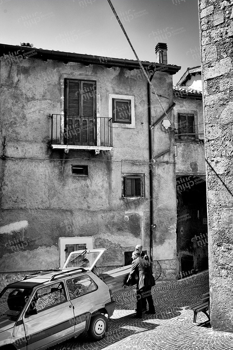 Italy - Scanno before the funeral