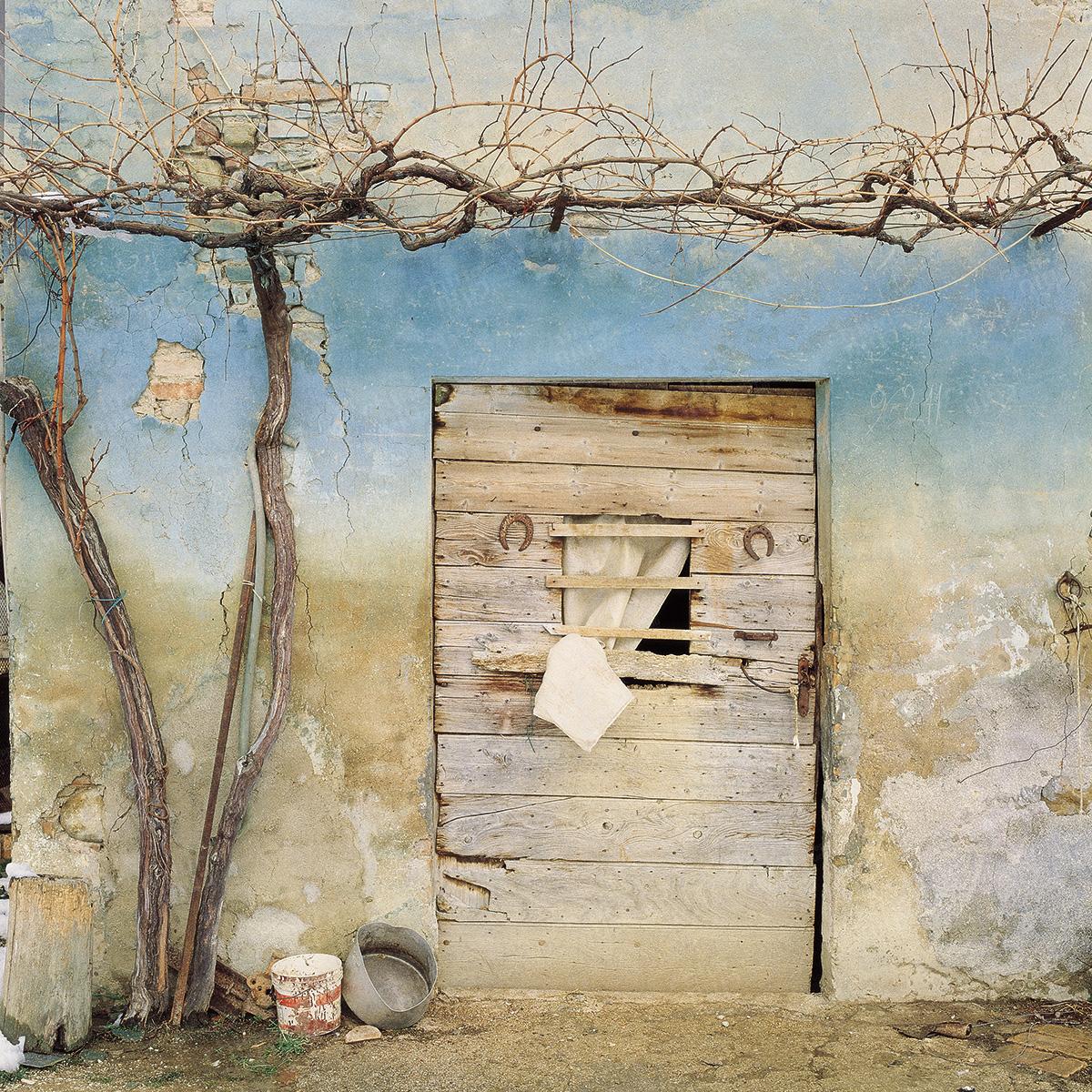 Italy - Door of the farmhouse